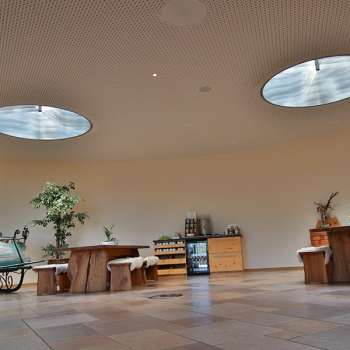 Runde Lichtkuppeln mit Lichtlenksystemen, Hotel Mattlihüs in Oberjoch