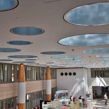 Runde Lichtkuppel mit Lichtlenksystem im Klinikum Garmisch-Partenkirchen