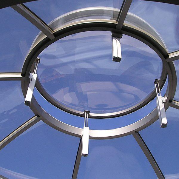 Segment-Lichtkuppel auf der Moschee in Neustadt