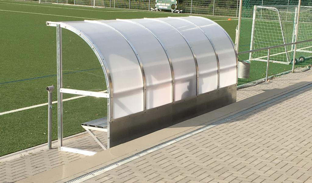 Freiflächenüberdachung Trainer Unterstand Sportplatz